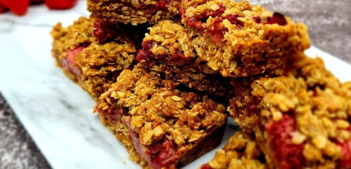 Strawberry Crumble Traybake